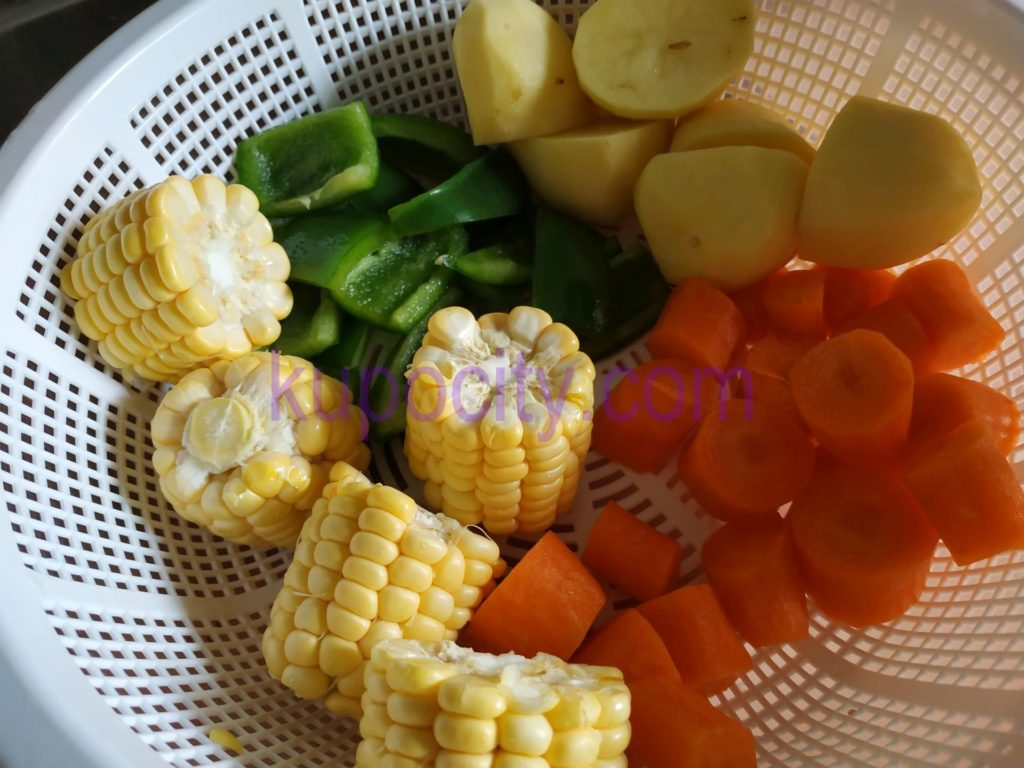Prepare and chop the corn , carrots , green pepper , potatoes and wash them.