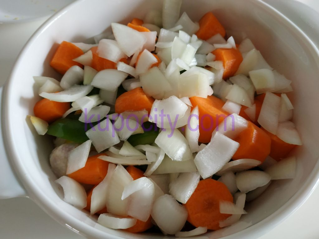 Add remainder white onions.