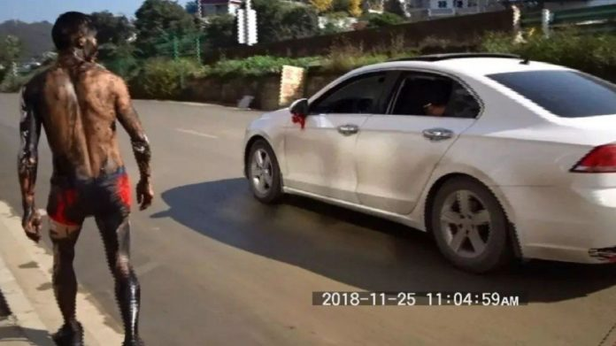 Ai Guangtao hit by car due to wedding prank