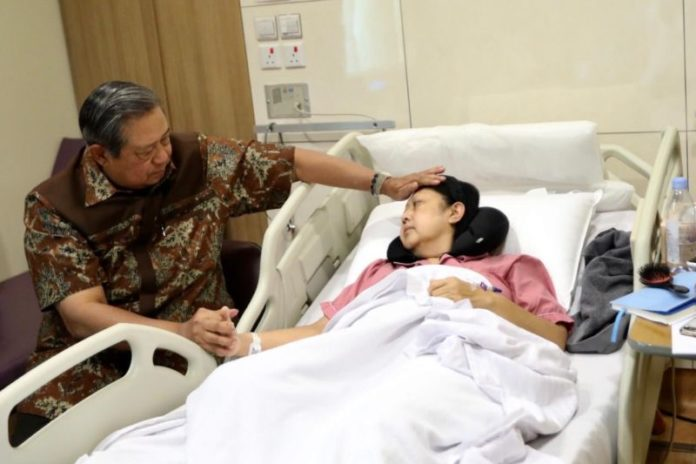Former Indonesian first lady Ani Yudhoyono treated in Singapore for blood cancer