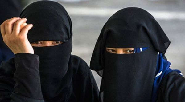 Sri Lanka bans niqab face cover after easter sunday attacks
