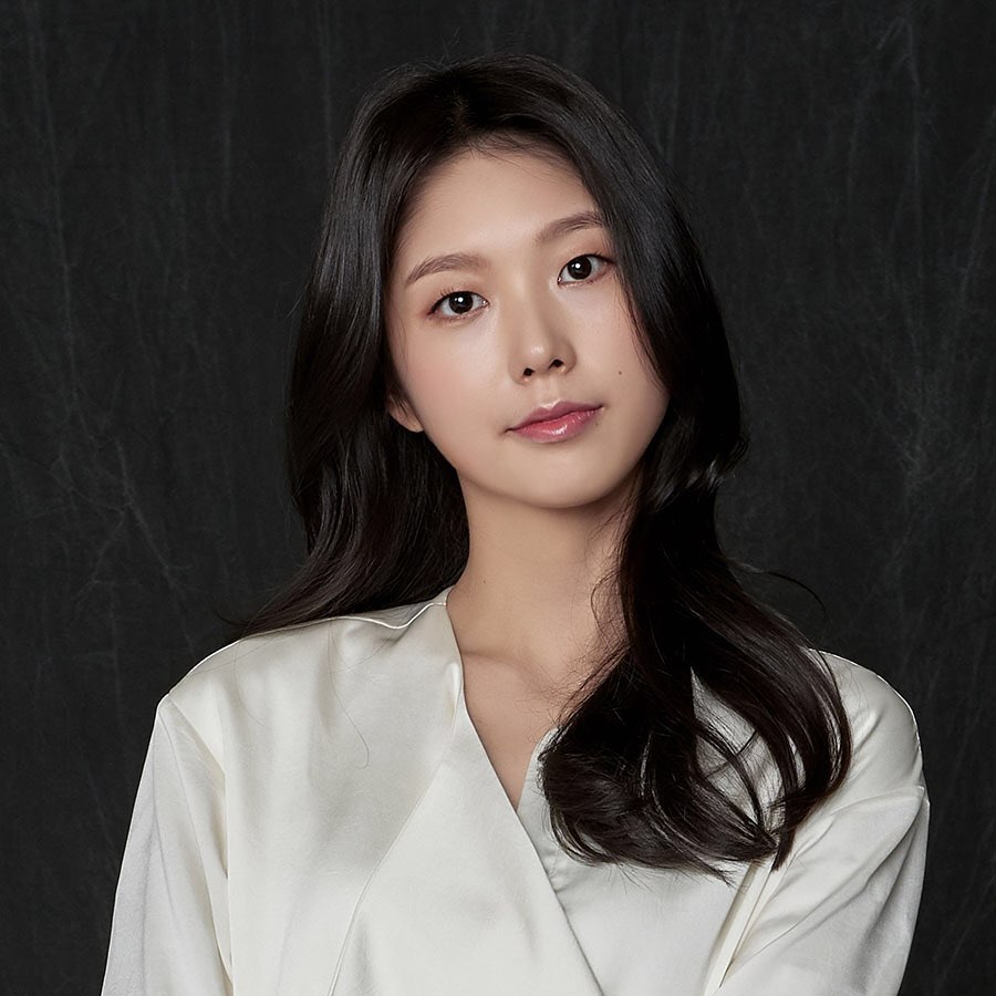 Korean Actress Lee Young-ae Donates To Quake Victims In Iran   The Iranian